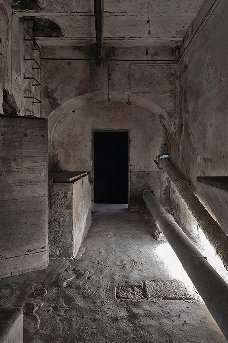 Giulio Bensasson, Installation view Losing Control#1, Spazio Molini, 2021. Courtesy Fondazione Pastificio Cerere. Crediti: Carlo Romano